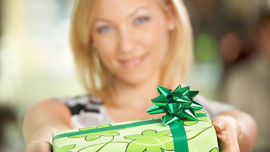 Как выбрать подарок свекрови