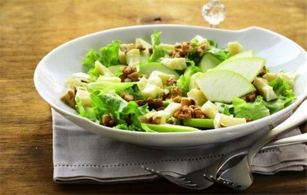 Салат с яблоком и сыром – с любовью из Франции