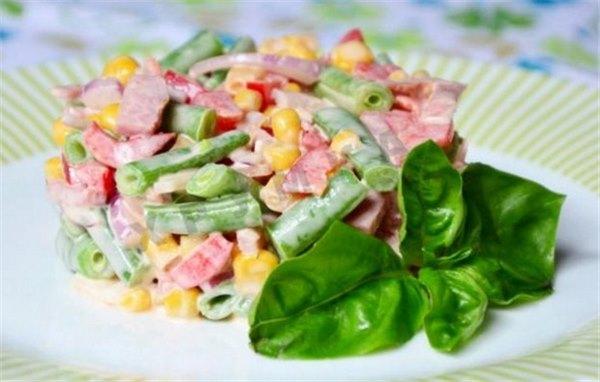 Салат с ветчиной и кукурузой: обычный или слоёный