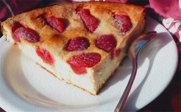 Балует нас лето многолико пирогами с земляникой (рецепты с фото)