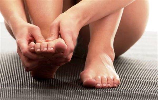 Воспалились суставы больших пальцев ног - главное, не допустить осложнений