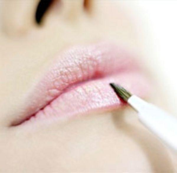Обветривание губ. Средства и как предотвратить обветривание губ