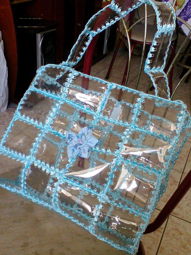 Мастерица разрезала пластиковую бутылку, чтобы сделать необходимую и симпатичную вещь&8230;