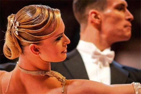 Как выбрать красивую и удобную прическу для бальных танцев