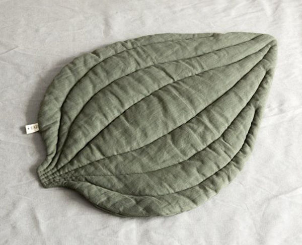 Оригинальная идея для дома: текстильные листья как одеяла и ковры