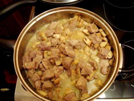 Свинина в сырном соусе.