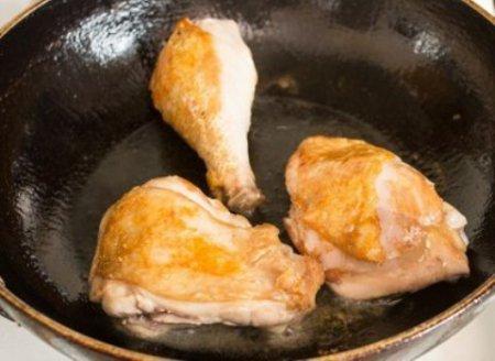 Рагу из курицы в сметане.