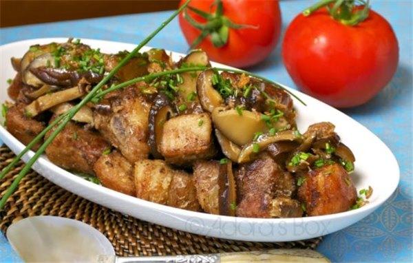 Рёбрышки, шейка, корейка: простые рецепты свинины в мультиварке