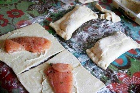 Пирожки с курицей и сливочным сыром
