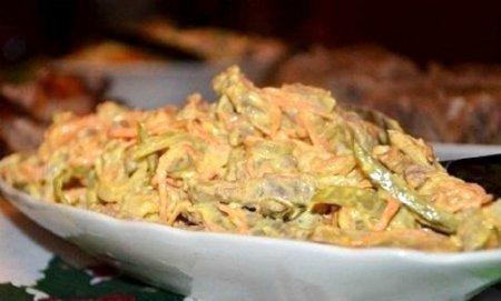 Салат из языка и моркови.