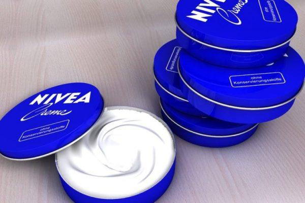 Я и не думала, что крем Nivea в маленьких синих баночках можно использовать еще и так! Удивительное средство!