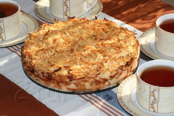 Яблочный пирог «3 стакана». Сочная начинка и хрустящая сахарная корочка!
