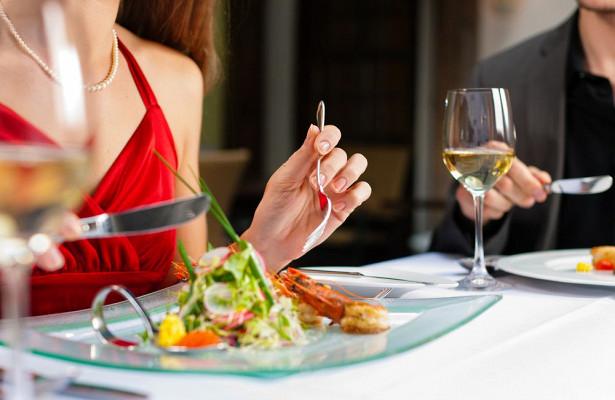 Уловки ресторанов, которые заставляют нас раскошелиться