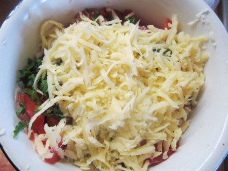 """Салат """"Капустный"""" с помидорами и сыром"""