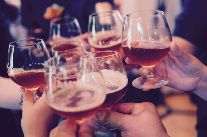 Истина в вине: как правильно выбрать, с чем сочетать и почему шампанское пьют утром