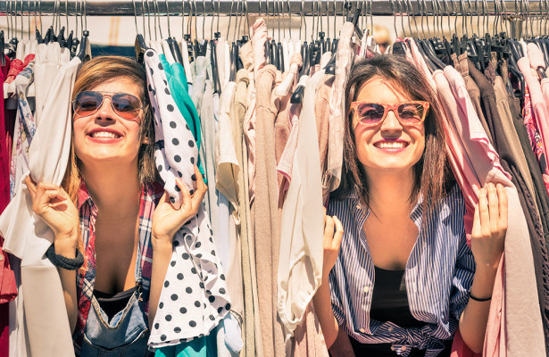 Стоит ли покупать одежду в секонд-хенде