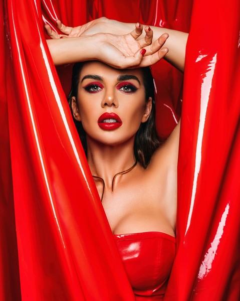 Анна Седокова: -Для меня важно то, как я выгляжу. Однако я не делаю из этого культа и не становлюсь зависимой от общественного мнения-