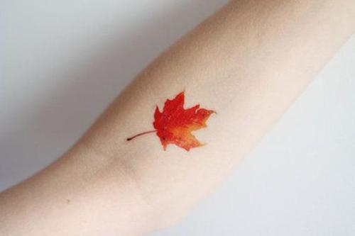 Тату не портит красоту: 40 идей для маленьких татуировок