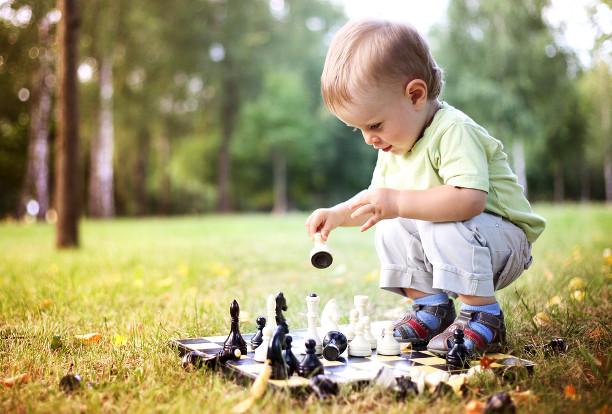 10 обычных вещей, которыми ваш ребёнок заиграется надолго