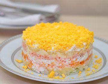 Салат -Мимоза-: классический рецепт с консервами, яйцами и варианты с рисом, яблоком, в лаваше и без майонеза