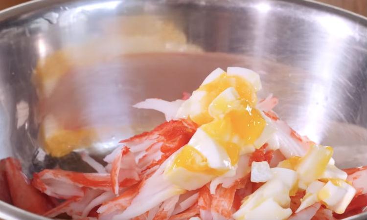 Посольский салат с крабом: еда советских партийцев