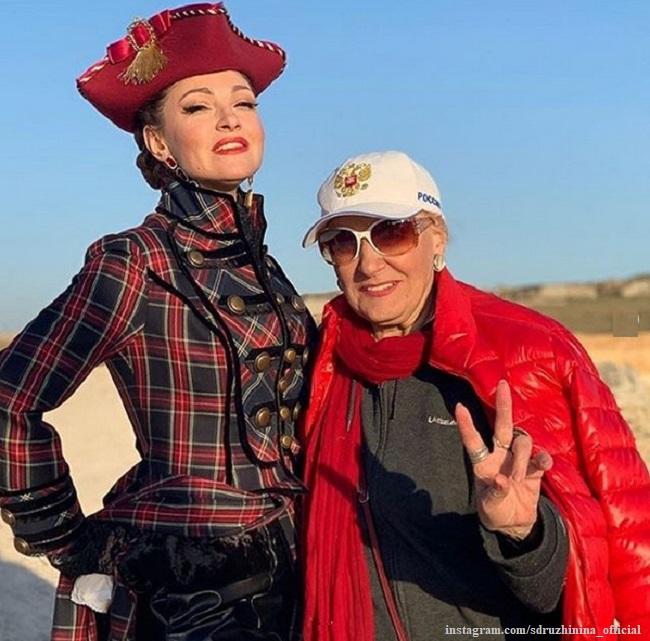 Супруг Анастасии Макеевой взял отпуск, чтобы поддержать ее на съемках