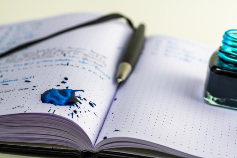 Выпустили, а не объяснили: синяя часть ластика предназначена не для стирания ручки