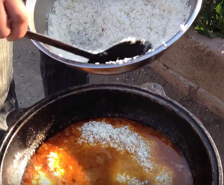 Хитрости сочного узбекского плова: рис, вода и масло