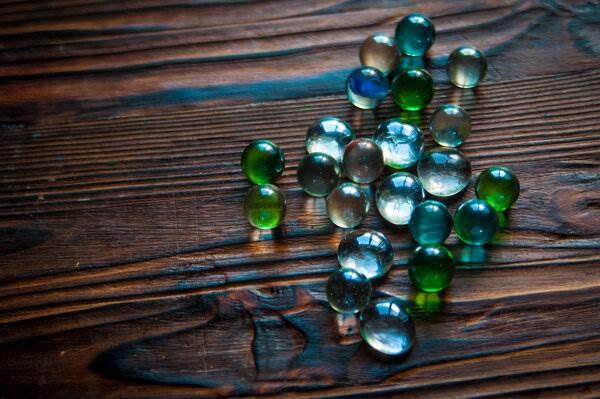 Жареные стекляшки. Аквариумные камушки превращаем в необычный материал для творчества ( 13 фото )