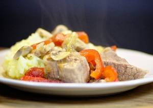Мясо, тушенное в духовке — пошаговый рецепт
