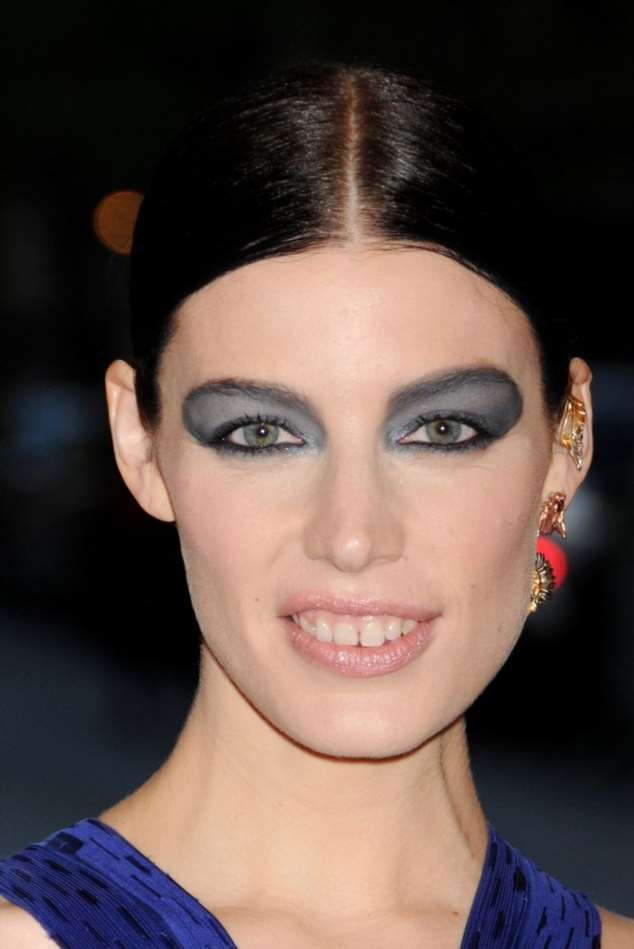 уменьшить фото неудачного макияжа вам