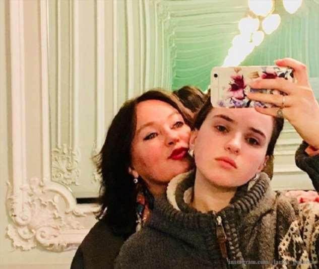 Лариса Гузеева показала пикантные снимки дочери
