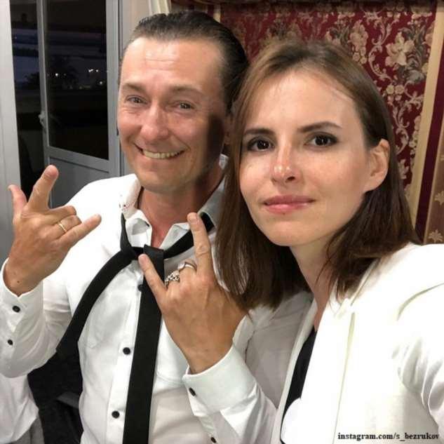 Сергей Безруков показал фото с дочерью Машей в костюме собачки