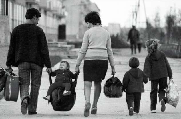 А вот в наше время ,быть родителями было проще, чем сейчас!