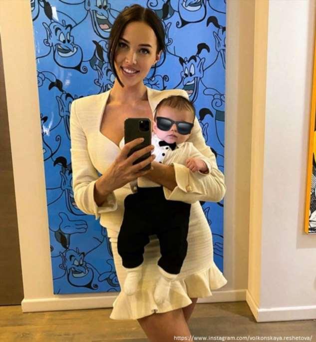 Анастасия Решетова впервые после родов поделилась фото в купальнике