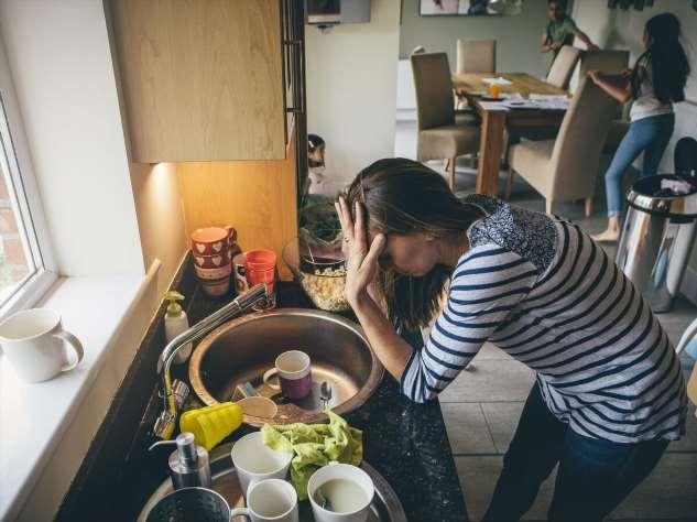 На квартире жила с девушкой, которая постоянно нарушала правила общежития