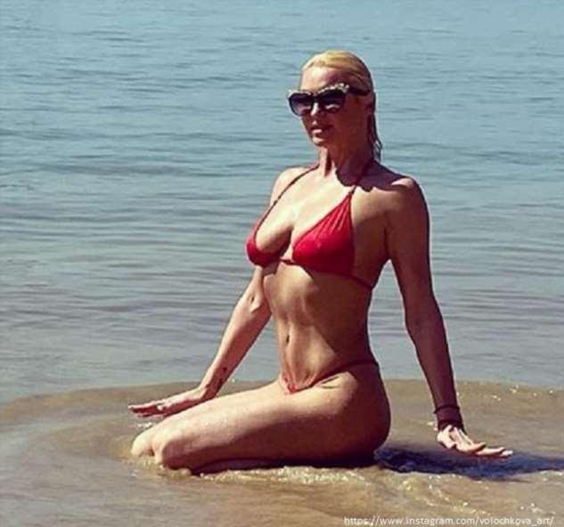 У Анастасии Волочковой выпала грудь из купальника