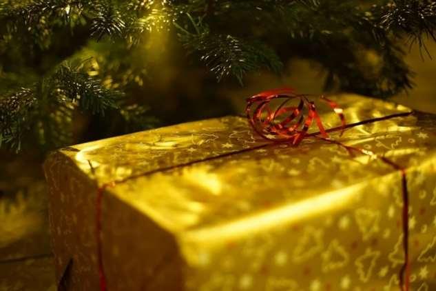 Мамины пожелания на юбилей: холодильник, оплата имплантов или золотой браслет. Я купила ей в подарок комплект постельного белья
