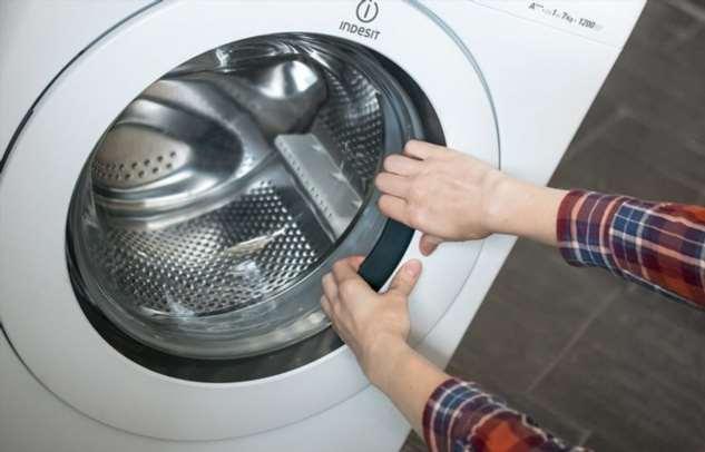 Как открыть дверцу стиральной машины, если она внезапно заблокировалась