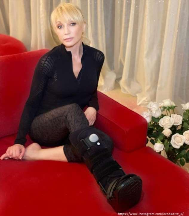 Кристина Орбакайте придумала оригинальный способ передвижения со сломанной ногой