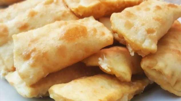 Хрустящие конвертики с сырной начинкой: разлетаются со стола мгновенно!