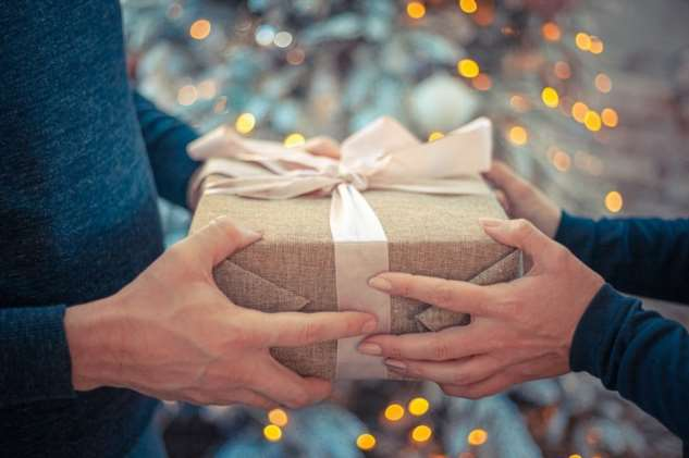 Выбирали подарок для свекрови. Теперь муж у нее и живёт