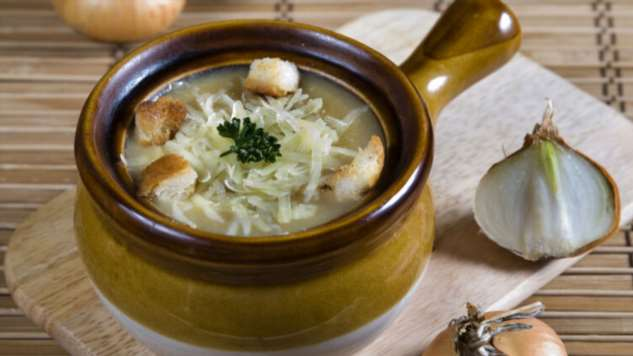 Как приготовить луковый суп — блюдо, достойное принцесс?