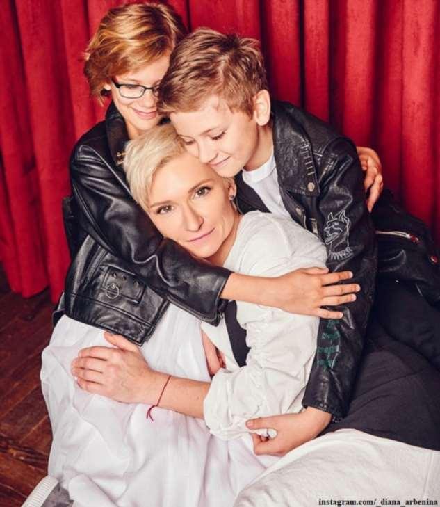 Диана Арбенина опубликовала фото своих двойняшек и поздравила их с юбилеем