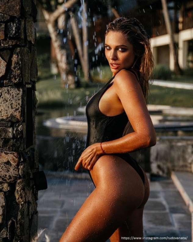 Наталья Рудова подверглась критике за фото в купальнике