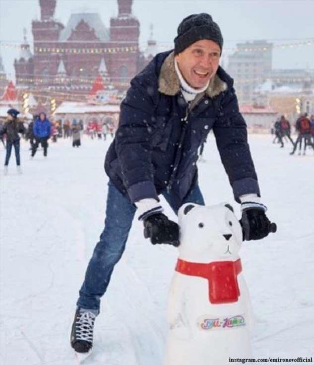 Евгения Миронова впервые запечатлели вместе с сыном на благотворительном мероприятии