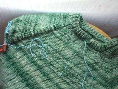 Как правильно разрезать вязаную вещь или переделка пуловера в кардиган