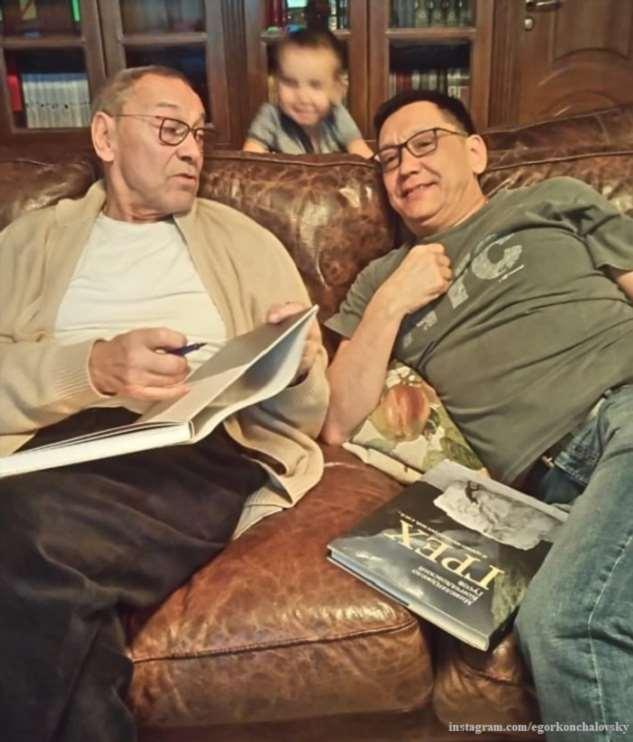 «Самый старший и самый младший»: Егор Кончаловский показал совместное фото с братом