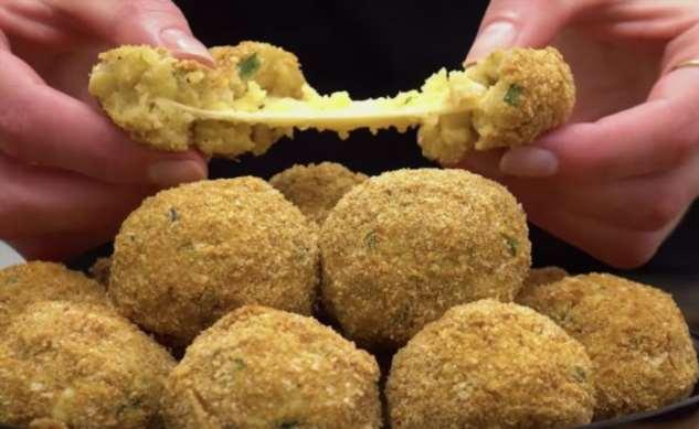 Картошка с сыром внутри: делаем хрустящую закуску с корочкой