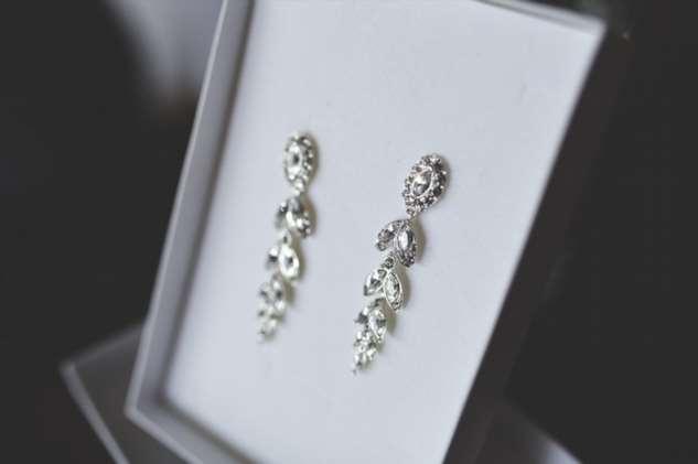 В свой 65-ый день рождения свекровь подарила мне шубу и серьги с бриллиантами